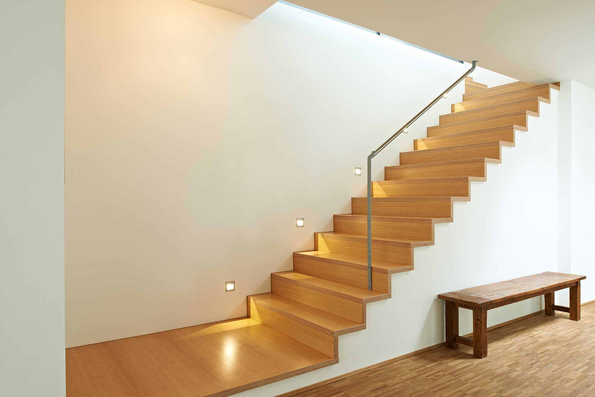 treppe 1 m bel b hler schorndorf. Black Bedroom Furniture Sets. Home Design Ideas