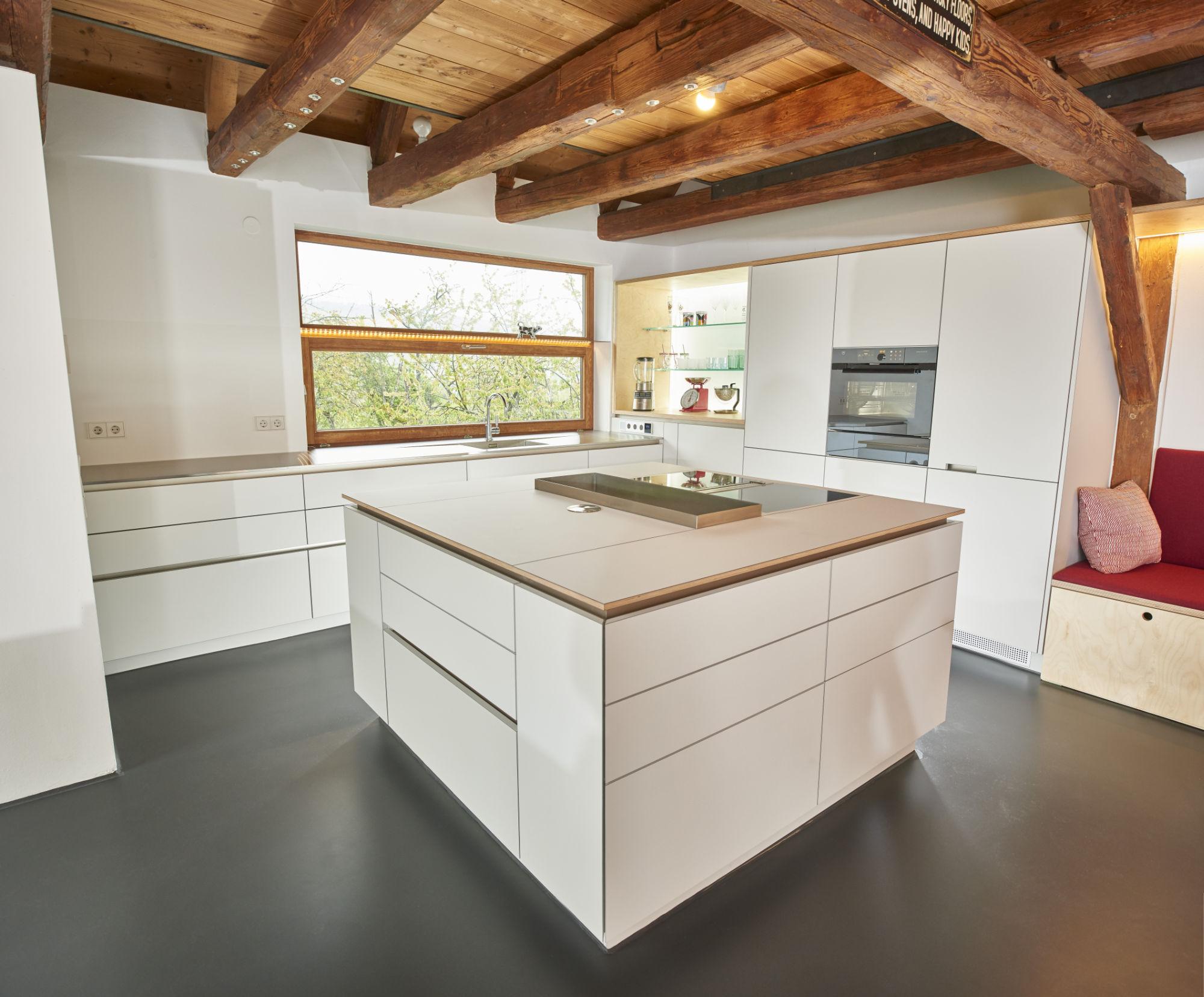 Ausgezeichnet Küchenarbeitsplatten Mit Goldenen Eichenschränke Fotos ...